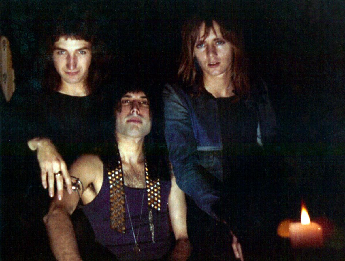 1972_queen_by_douglas_puddifoot_13.jpg