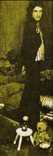 1972_queen_by_douglas_puddifoot_28.jpg