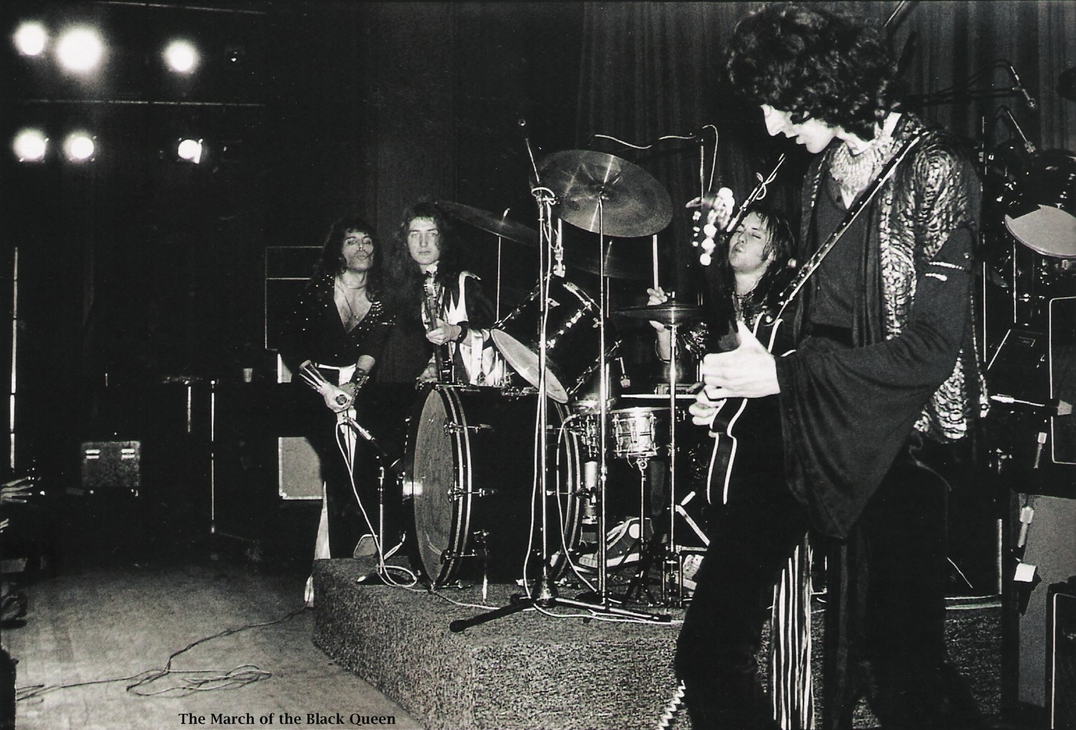 1973.10.26_queen_live_imperial_college_m_rock_07.jpg