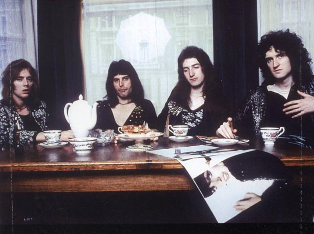 Queen-74-tea-time.jpg