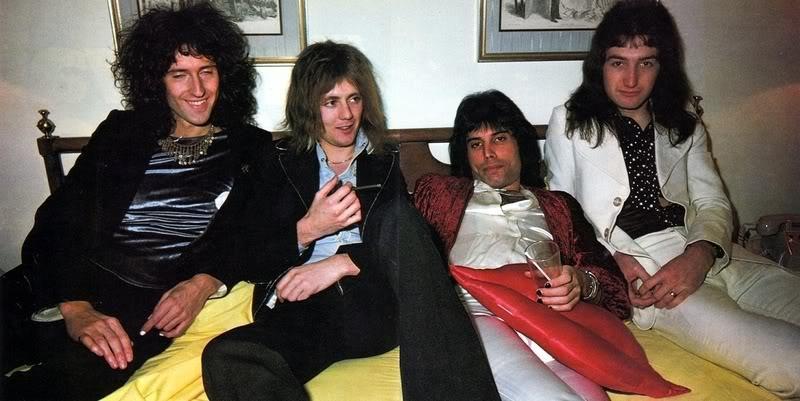 Queen-in-Japan-1975-queen.jpg