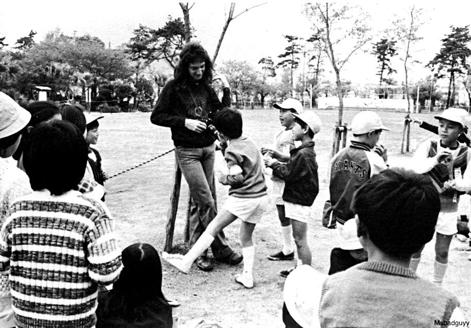 queen john-deacon-in-japan-1975.jpg