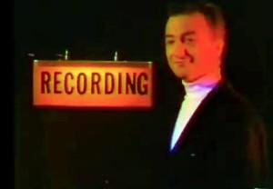 """Teledysk """"This Is The Chorus"""" z udziałem Johna Deacona"""