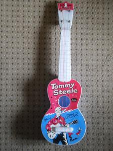 Gitara zabawka sygnowana przez gwiazdę Tommy'ego Steelea model c. 1957