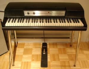 Wurlitzer EP-200 - elektroniczne pianino na takim John zagrał na A Night at the Opera