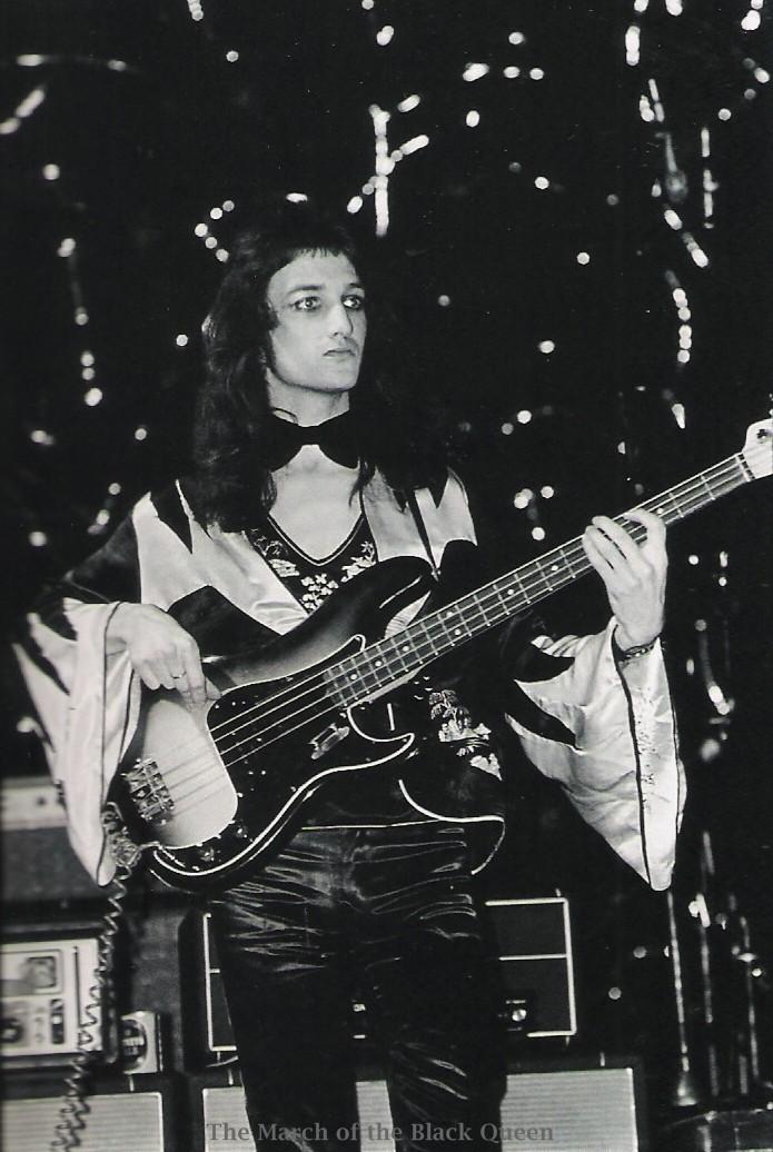 1973.11.02_queen_live_imperial_college_m_rock_11.jpg