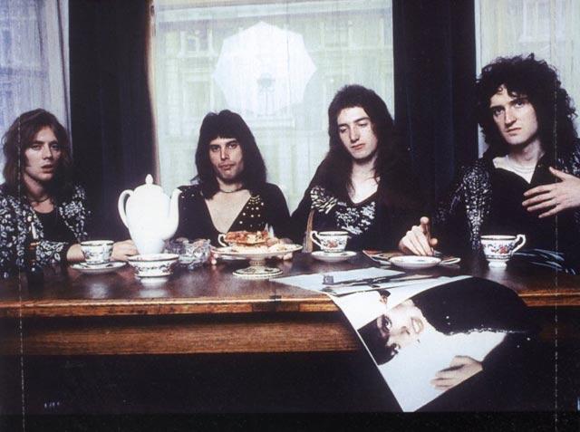 Queen-74-tea-time.jpg
