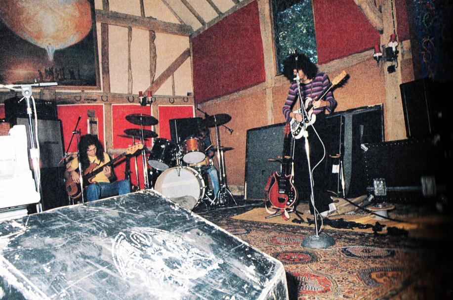 queenanato1975.jpg