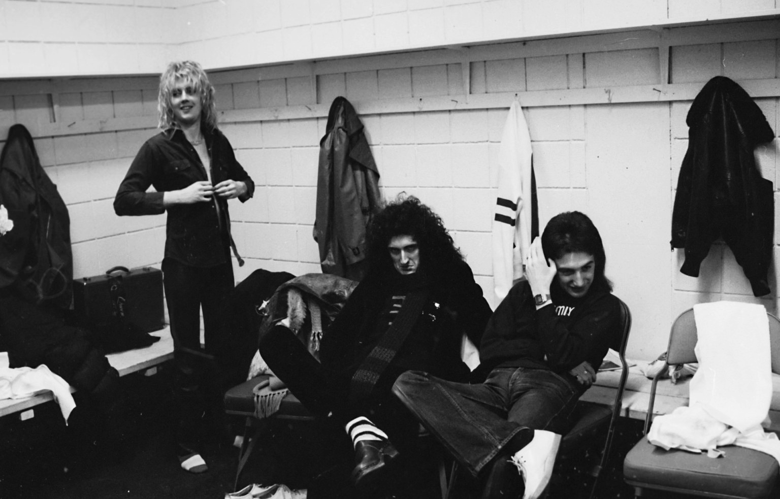 queen-backstage-at-the-montreal-forum-26-january-1977.jpg
