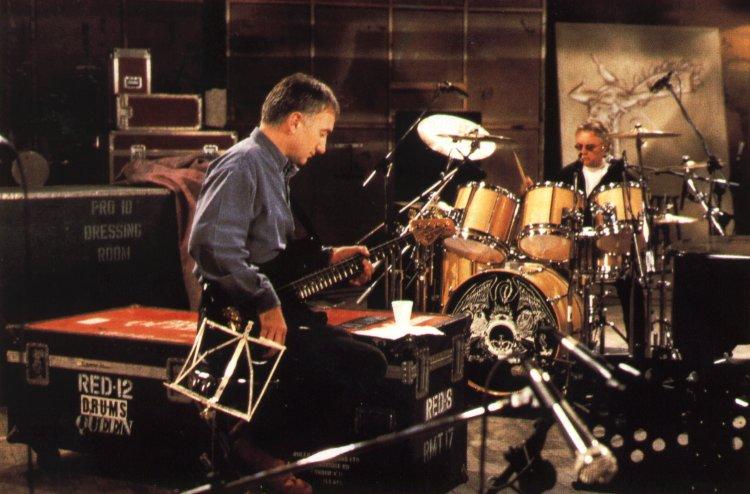 john-deacon-1997-last-clip.jpg